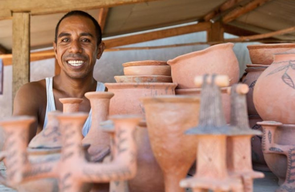 A potter displays his wares in Manatuto. Photo by UNMIT/Bernardino Soares