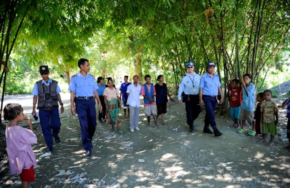 Teams of PNTL and UNPOL on foot patrol in the Comoro district. Photo by UNMIT/Bernardino Soares