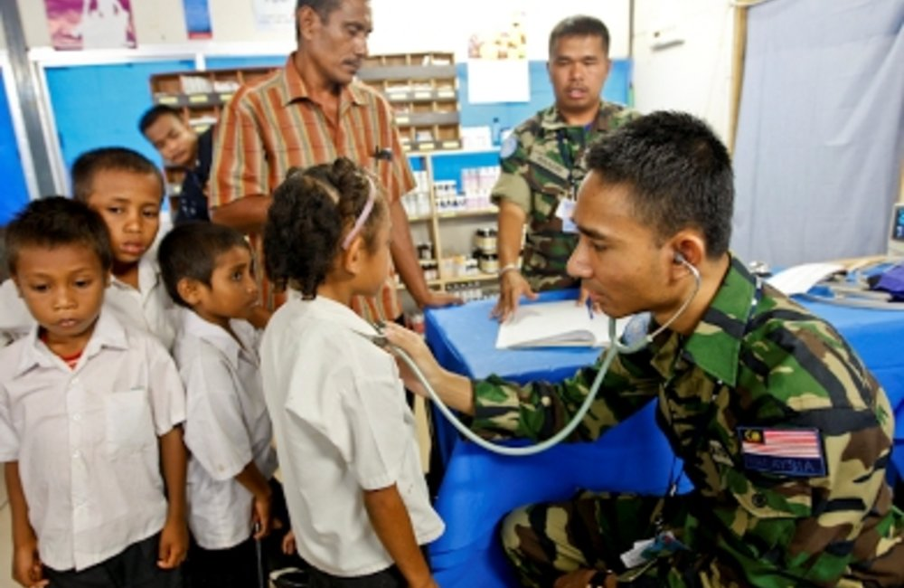 Primary school children received free health screenings from officers of the Malaysian Formed Police