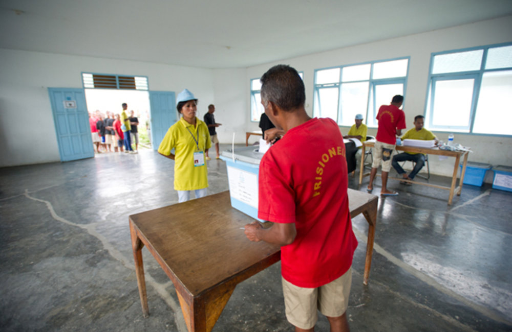 Inmates in the Becora prison exercising their right to vote in the 17 March Presidential election. P