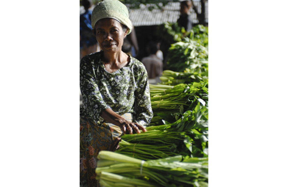 Esperança, a woman from Maliana, sells vegetables at a local market.Photo UNMIT/Bernardino Soares