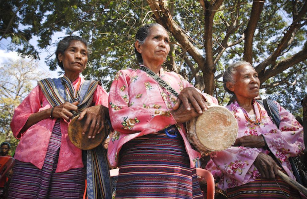 The women of Metinaru prepare to participate in a traditional festivity. Photo UNMIT/Bernardino Soar