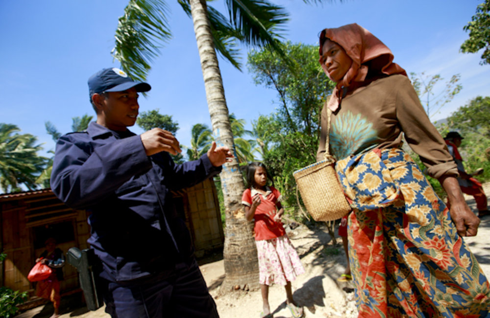 A Timorese National Police officer in Atauro patrolling Makadade on market day. Photo UNMIT/Martine